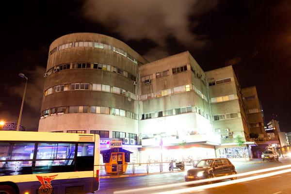 בית הדר - פינת הרחובות דרך בגין ורח' הרכבת תל אביב